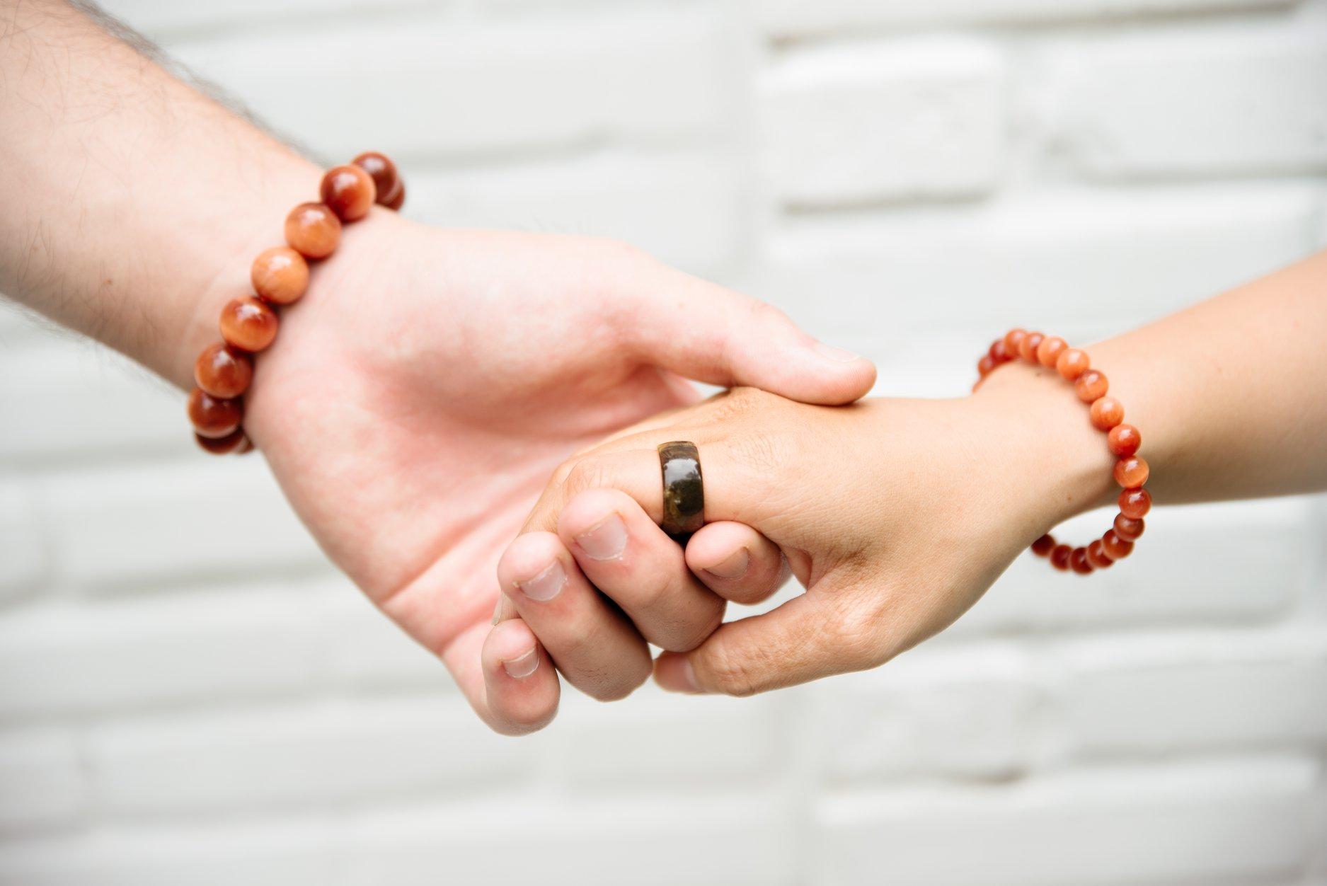 Chuỗi vòng tay đá mắt hổ đỏ nâu cho cặp đôi