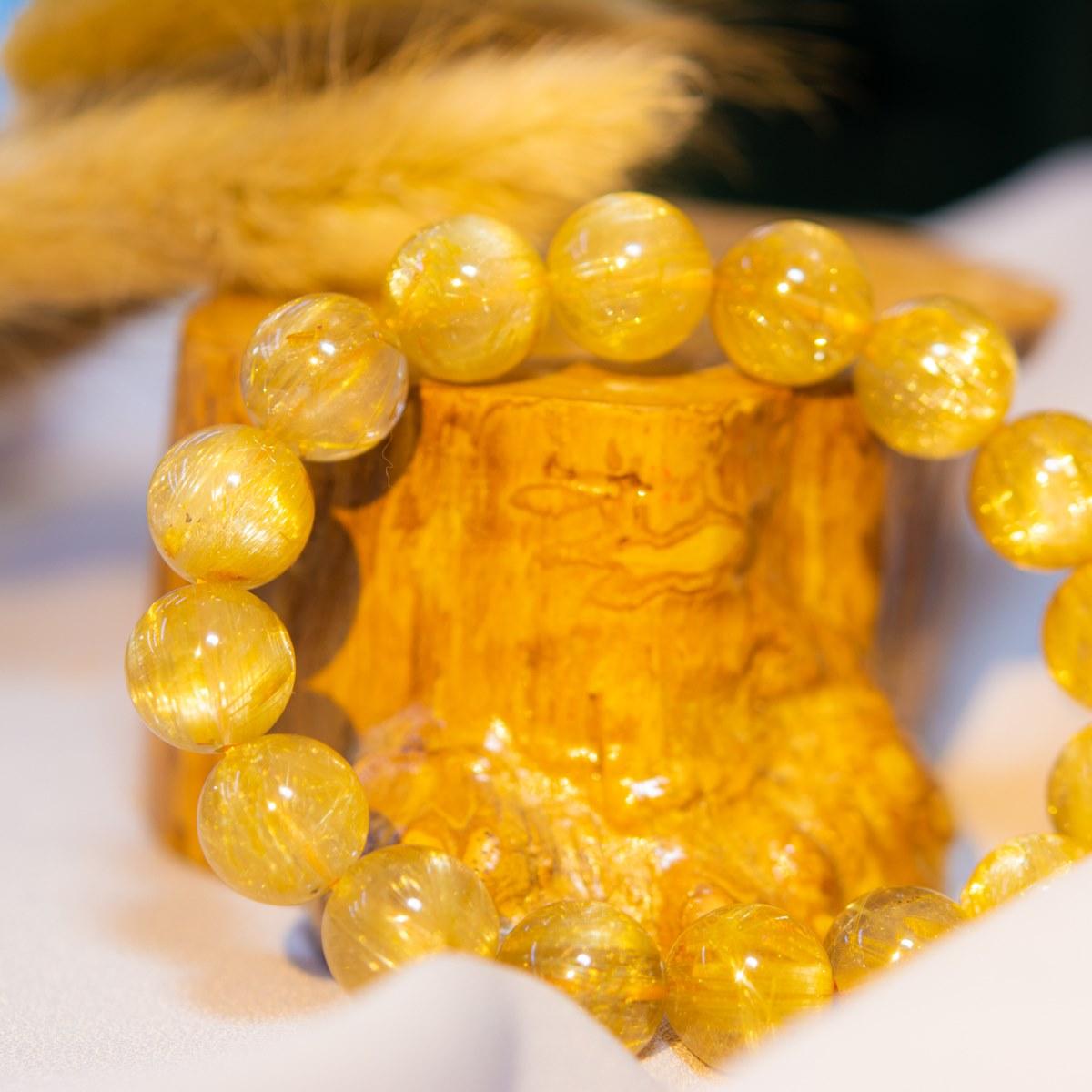 Chuỗi vòng tay Thạch anh tóc vàng tăng cường năng lượng tích cực cho tình yêu và hôn nhân